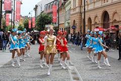 Cheerleadern mit bastons Stockbilder