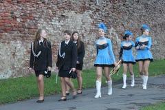 Cheerleadern und Band Lizenzfreie Stockfotos