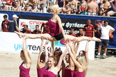 Cheerleaders perform Royalty Free Stock Photos