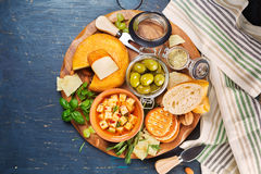 Cheese, olives and crackers Royalty Free Stock Images
