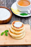 Cheese pancake with soured cream Royalty Free Stock Photography