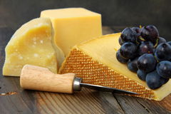 Cheese platter with grapes Royalty Free Stock Photography