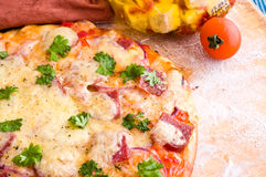 Cheese and tomato pizza Royalty Free Stock Photos