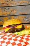 cheeseburger Στοκ φωτογραφία με δικαίωμα ελεύθερης χρήσης