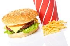 Cheeseburger, bevande della soda e patate fritte fotografie stock