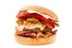 Cheeseburger casalingo del bacon isolato su fondo bianco fotografia stock libera da diritti