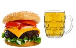 cheeseburger de bière photographie stock libre de droits