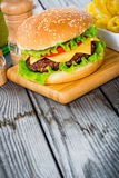 Cheeseburger dell'hamburger Fotografie Stock