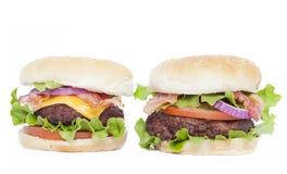 Cheeseburger della pancetta affumicata ed hamburger della pancetta affumicata Fotografie Stock