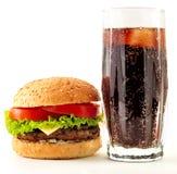 Cheeseburger e cola apetitosos imagens de stock royalty free