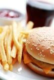 Cheeseburger et pommes frites Image libre de droits