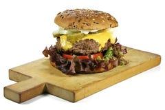 Cheeseburger fait maison image libre de droits