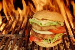 Cheeseburger grande Imagen de archivo libre de regalías