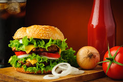 Cheeseburger and ingredients Royalty Free Stock Photos