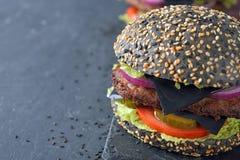 Cheeseburger negro foto de archivo libre de regalías