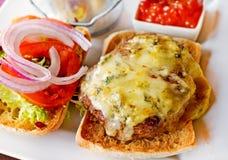 cheeseburger sałatka zdjęcia stock