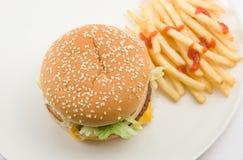 Cheeseburger und Pommes-Frites Stockbilder