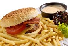 Cheeseburger y fritadas toscanos Imagen de archivo libre de regalías