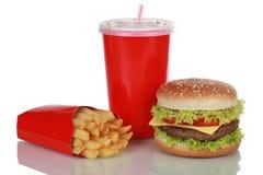 Cheeseburgermaaltijd met geïsoleerde frieten en kola, Stock Foto's