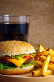 Cheeseburgermenü Lizenzfreies Stockfoto