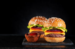 Cheeseburgers бургеров говядины Стоковое Изображение