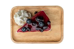Cheesecake βακκινίων με την κτυπώντας κρέμα Στοκ Εικόνες