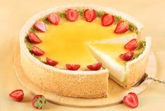 Cheesecake βανίλιας με τις φράουλες στοκ φωτογραφία