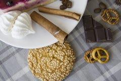 Cheesecake κερασιών με τα μπισκότα 04 Στοκ εικόνα με δικαίωμα ελεύθερης χρήσης