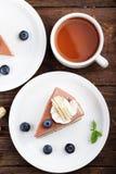 Cheesecake με τα βακκίνια σε ένα ξύλινο υπόβαθρο Στοκ Εικόνες