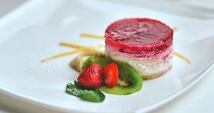 Cheesecake με τη φράουλα και τη μέντα Στοκ εικόνες με δικαίωμα ελεύθερης χρήσης