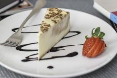 Cheesecake στο πιάτο Στοκ φωτογραφία με δικαίωμα ελεύθερης χρήσης