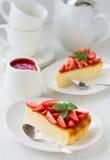 cheesecake φρέσκες φράουλες Στοκ εικόνες με δικαίωμα ελεύθερης χρήσης