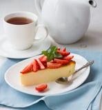 cheesecake φρέσκες φράουλες Στοκ Εικόνες
