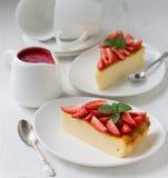 cheesecake φρέσκες φράουλες Στοκ Εικόνα