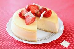 Cheesecake φραουλών βανίλιας στοκ εικόνα