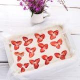 Cheesecake φραουλών καρύδων Στοκ φωτογραφία με δικαίωμα ελεύθερης χρήσης