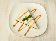 Cheesecake with caramel and mint Royalty Free Stock Photos