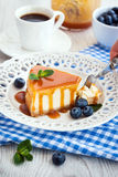 Cheesecake with caramel sauce Royalty Free Stock Images