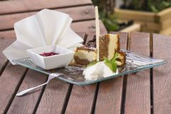 Cheesecake with chocolate sauce Royalty Free Stock Images