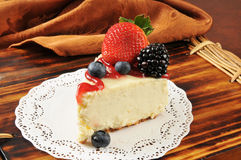 Cheesecake with fresh berries Royalty Free Stock Photography
