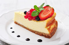 Cheesecake with fresh berries Stock Photography
