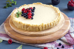 Cheesecake with fresh berries Royalty Free Stock Photos