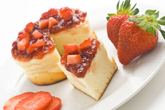 Cheesecake with fresh strawberries Royalty Free Stock Images
