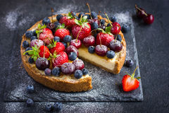 Cheesecake with fresh summer berries Royalty Free Stock Images