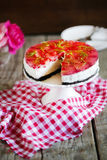 Cheesecake with strawberries in gelatine and herbs, on oreo cookies
