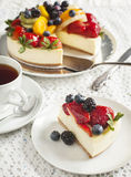 Cheesecake topped with berries and fruits Royalty Free Stock Photos