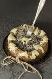 Cheesecake z czarnymi sezamowymi ziarnami na Halloween Zdjęcia Royalty Free