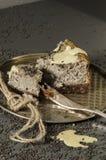 Cheesecake z czarnymi sezamowymi ziarnami na Halloween Obrazy Royalty Free