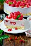 Cheesecake z malinkami obrazy royalty free