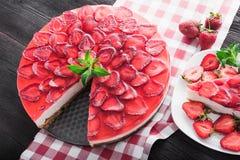 Cheesecake z owocową truskawką Obraz Royalty Free